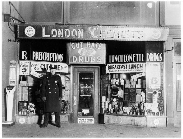 http://upload.wikimedia.org/wikipedia/commons/f/f0/A_New_York_City_police_officer_standing_in_front_of_the_drugstore_where_gangster_Vincent_Coll_was_murdered..jpg